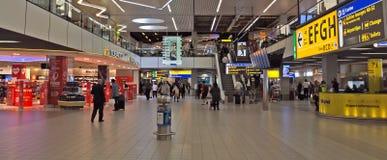 Amsterdam - Schiphol Plaza på den Schiphol flygplatsen Arkivbild