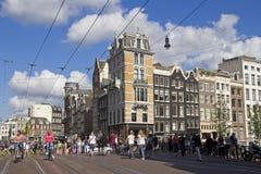 Amsterdam shoppinggata royaltyfri foto