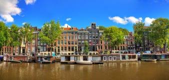 Amsterdam sommarpanorama Royaltyfri Bild