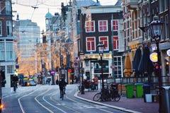 Amsterdam stadsgata med ferieljus Royaltyfri Fotografi