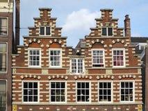Amsterdam typisk arkitektur Arkivbild