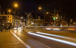Amsterdam vid natten, canalstreets Arkivbilder