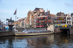 Amsterdam wycieczki turysycznej łódź Fotografia Stock