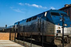Amtrak Engine – Roanoke, Virginia, USA. Roanoke, VA – August 25th; New Amtrak Engine at the loading platform located in downtown Roanoke, Virginia stock photography