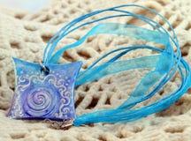 Amuleto azul de la arcilla Imagen de archivo