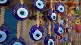 Amuleto colorido de la gota del mal de ojo almacen de metraje de vídeo