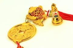 Amulette chinoise d'or avec la lanterne de reproduction d'or Photo libre de droits