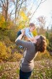 Amusement avec la maman photographie stock libre de droits