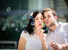 Amusement avec le ventilateur de bulle Image libre de droits