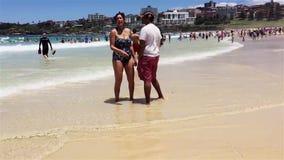 Amusement d'été à la plage de Bondi, Sydney, Australie clips vidéos