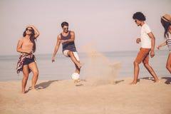 Amusement d'été avec des amis Photo stock