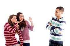amusement d'amis ayant des jeunes Image libre de droits