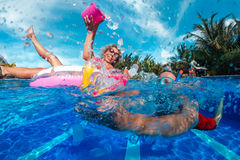Amusement dans la piscine Image libre de droits