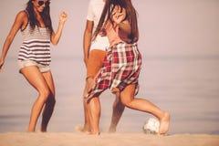 Amusement de ballon de plage Photos stock
