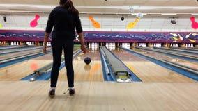 Amusement de bowling banque de vidéos