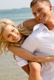 amusement de couples ayant des jeunes Photo libre de droits