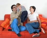 Amusement de famille à la maison Image stock