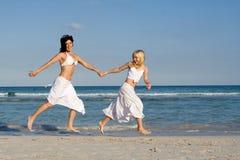 Amusement de famille à la plage Images libres de droits