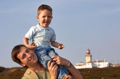 Amusement de famille au bord de l'Europe photos stock