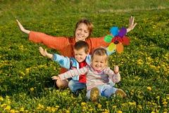 Amusement de famille de source Images stock