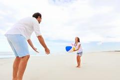 Amusement de plage de famille Images libres de droits