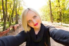 Amusement de Selfie pour le réseau social photographie stock
