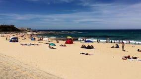 Amusement de vacances d'été à la plage de Newcastle, NSW, Australie clips vidéos