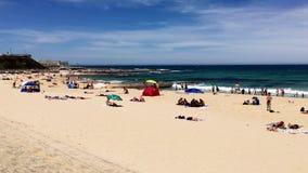 Amusement de vacances d'été à la plage de Newcastle, NSW, Australie banque de vidéos