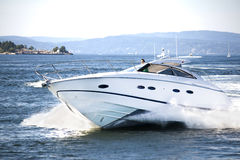 Amusement de yacht dans le fjord norvégien 4 images stock