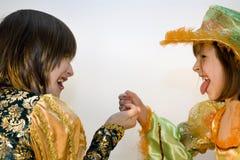 Amusement des soeurs pour le carnaval Photographie stock libre de droits