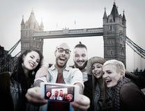 Amusement divers d'amis d'été collant le concept de Selfie Images libres de droits