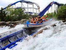 Amusement expédiant de famille de montagnes russes de l'eau Images stock