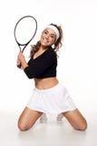 Amusement, jeune femme heureuse prête à jouer au tennis image stock