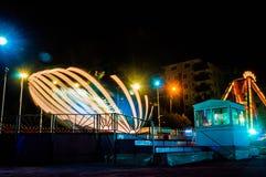 Amusemet-Park in der Nacht Lizenzfreies Stockfoto