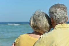 Amusing elderly couple on a beach Royalty Free Stock Photos