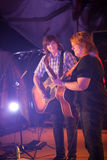 Amy Ray en Emily Saliers Play Guitar Royalty-vrije Stock Afbeelding