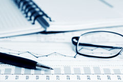 Análise de gráficos de negócio. Imagem de Stock