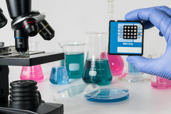 Análise de sequências do ADN na investigação médica genética do laboratório na genética e na ciência do ADN fotos de stock royalty free