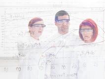 Análise do laboratório dos povos Fotos de Stock Royalty Free