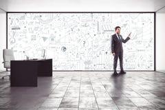 Análisis de negocio en una oficina imagenes de archivo