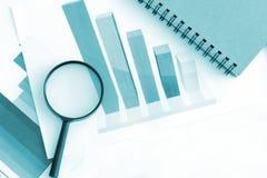Análisis económico del gráfico de negocio Imagen de archivo libre de regalías