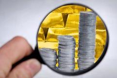 Análisis financiero de la reserva de banco del oro imagen de archivo