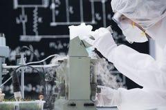 Análisis químico del laboratorio Fotografía de archivo libre de regalías