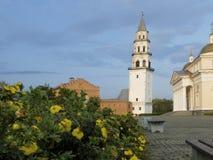 Análogo ruso descendente de la torre de Nevyansk de la torre inclinada de Pisa fotos de archivo