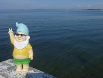 Anão com beira-mar dos óculos de sol Imagem de Stock Royalty Free