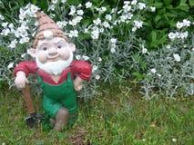 Anão com a pá em seu jardim Imagens de Stock Royalty Free