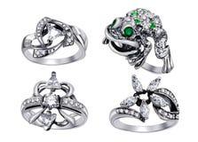Anéis com as gemas isoladas no fundo branco Fotos de Stock
