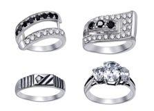 Anéis com os diamantes isolados no fundo branco Fotografia de Stock