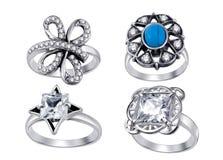 Anéis com os diamantes isolados no fundo branco Fotos de Stock
