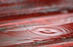 Anéis da água após uma gota da chuva fotos de stock
